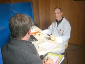 photo du m?decin de l'EFS au cours d'entretien médical