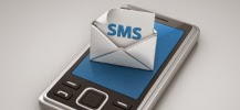Photo d'un portable avec le logo SMS