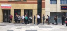 Photo de la file d'attente devant le centre des donneurs de sang de Manchester
