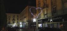 photo de la projection sur les immeubles d'un coeur pour promouvoir le don de sang